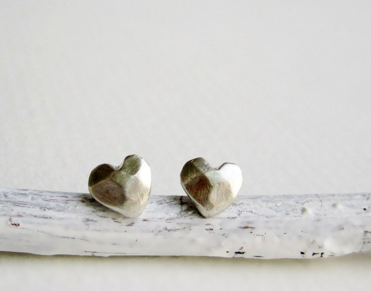 Faceted Heart Silver Stud Earrings - EveryBearJewel