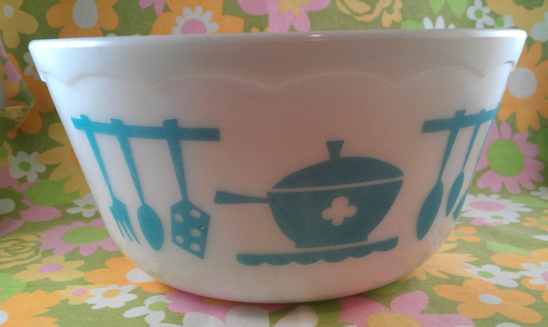 Vintage Hazel Atlas turquoise vintage kitchen bowl - ObscureVintage