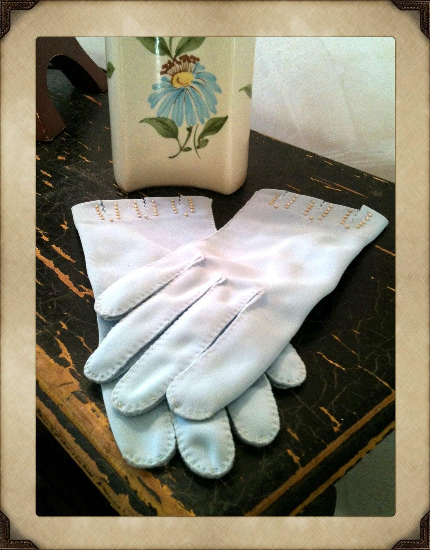 Dawnelle Gloves Elegant, Dainty - SoSlyViVintage