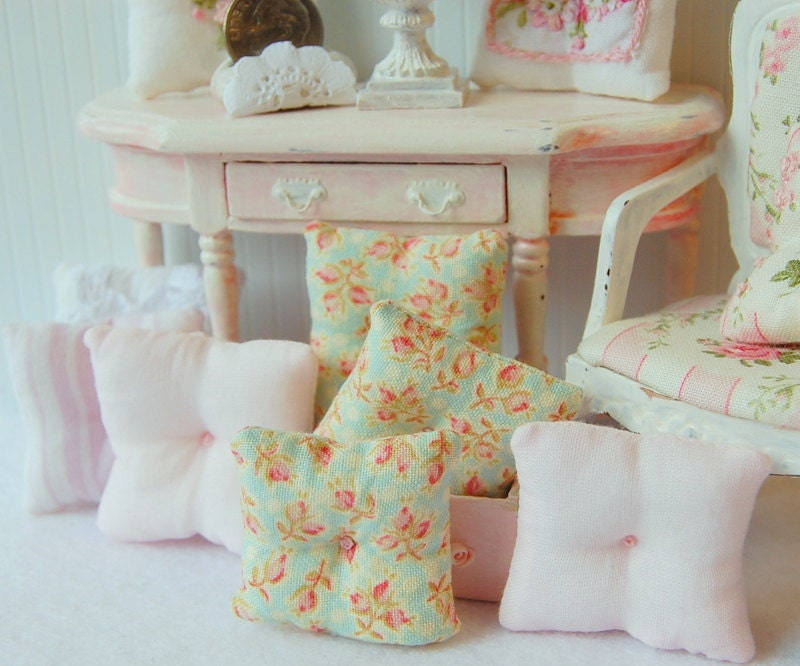 Dollhouse Miniature Sabby Chic Pink Rose Bud Toss Pillows - Memoriesnminiature