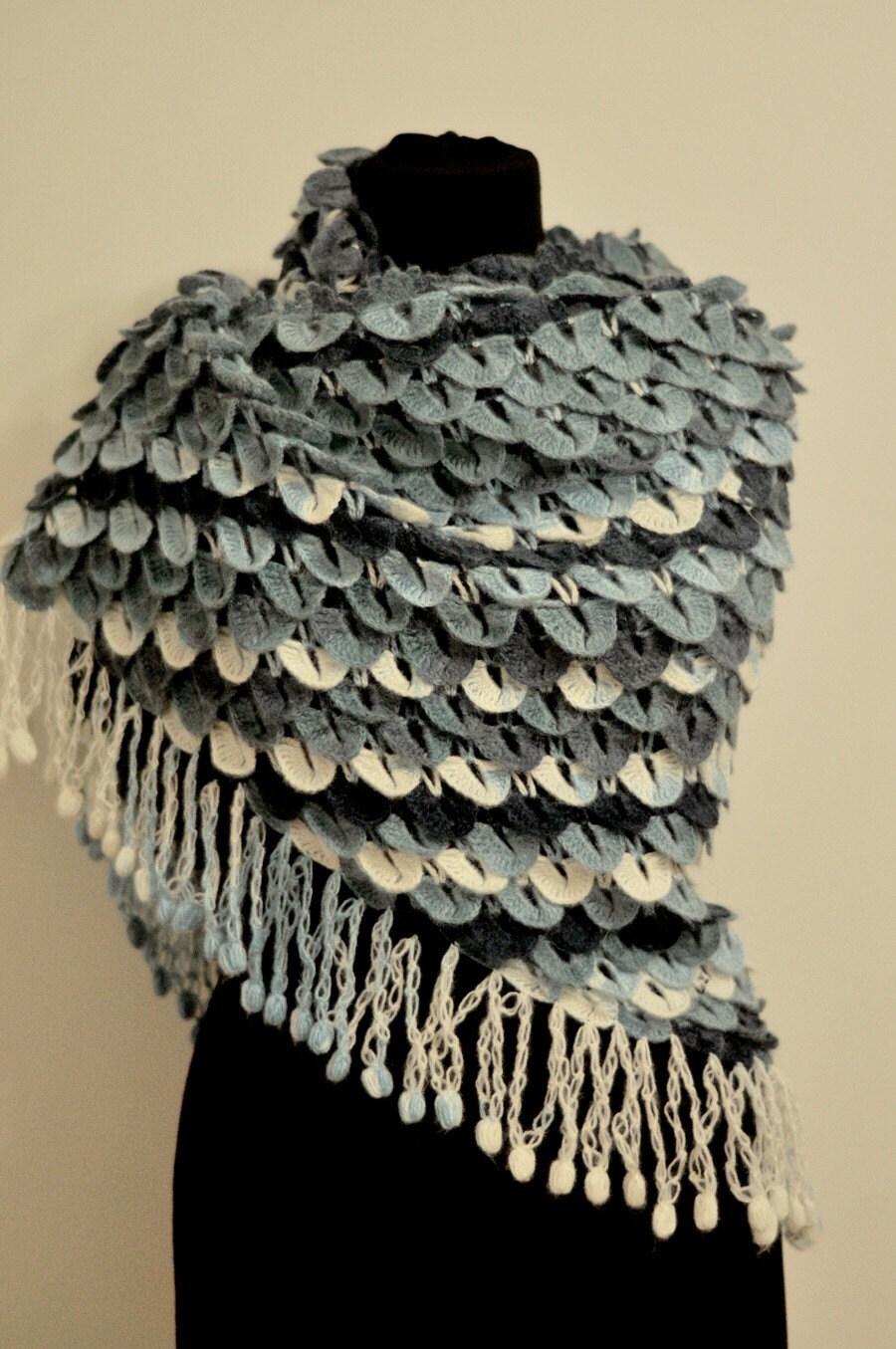 Handknit تمساح دریای دختر موی مرغوز شال / بی اعتنایی تلقی / capelet / گرم / به سرقت برده