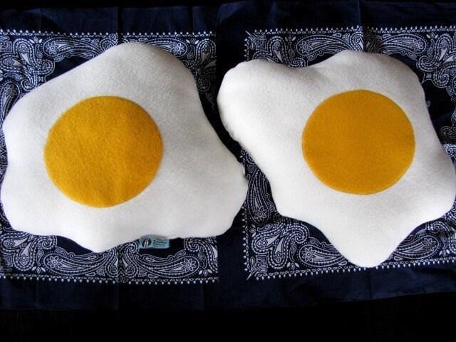 яйца на очи креатив интериор
