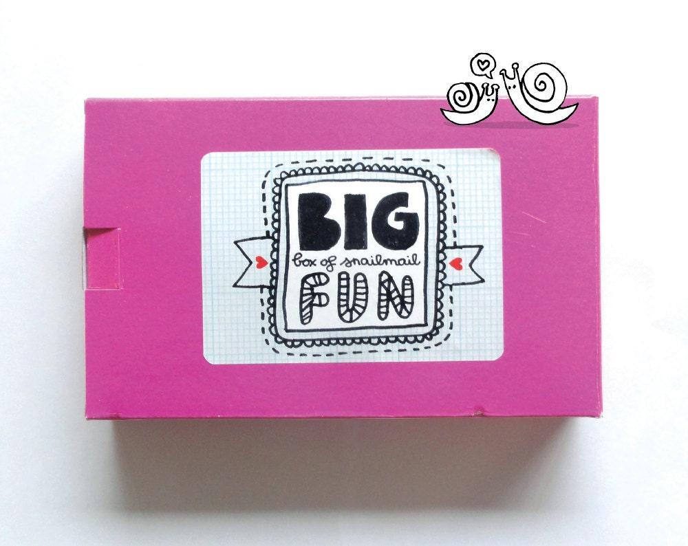 Big Box of Snailmail Fun, een snailmail (starters) set. Alles wat je nodig hebt om minstens 15 pakketjes geweldig te maken
