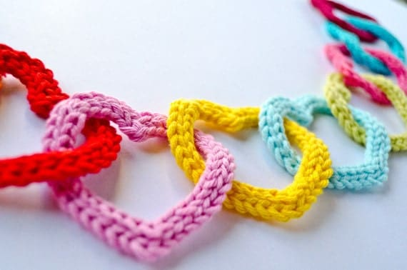 Valentine's Day - PDF Crochet Pattern PHOTOTUTORIAL - Garland of Colorful Hearts (Quick and Easy) -  Permission to Sell Finished Items