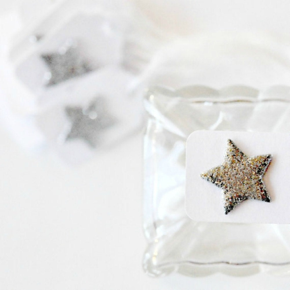 12 Silver Sparkle Glitter Star Mini Tags Threaded White - 3girlsandagoat