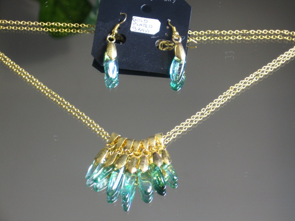 Gold Necklace Earrings SET. Gold plated Brass Chain and Ear wires. Complete with 7 Emerald Gemsones with a lobster claw clasp - TheMysticalOasisGlow