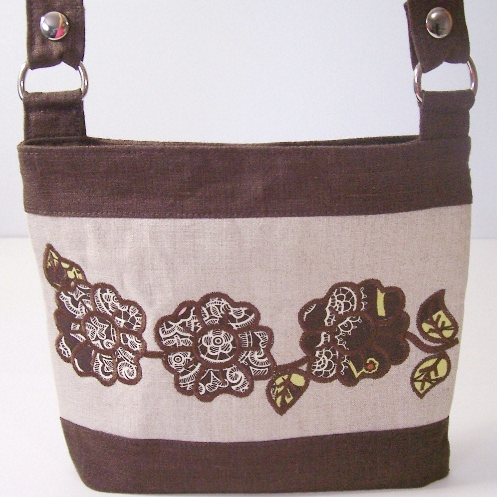 Appliqued Flowers Embroidery Designs sc040d and Appliqued Messenger Bag Sewing Directions in PDF