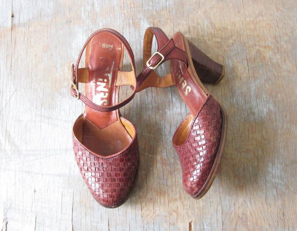 SALE 70s woven high heels / 1970s leather sandals - RustBeltThreads