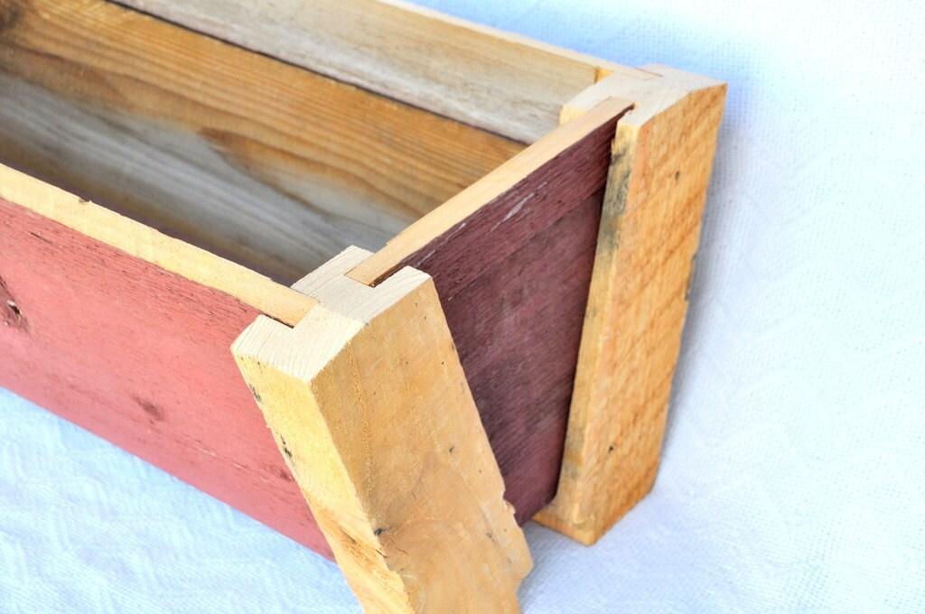 Venta de incendios - macetero de madera granero rojo