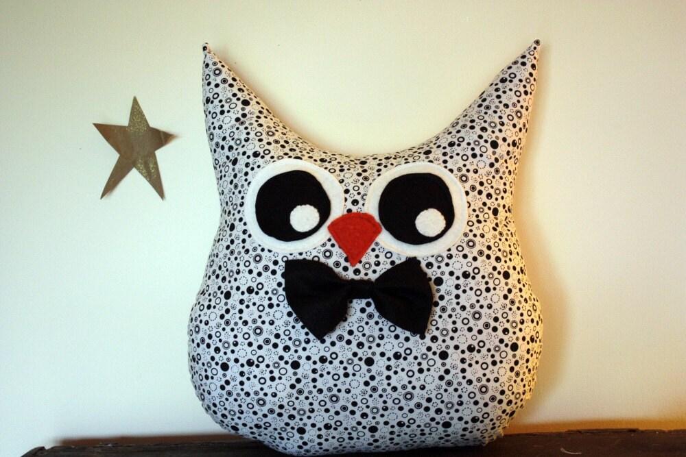 handmade owl pillow plush in black and white bowtie/ boy - 5orangepotatoes