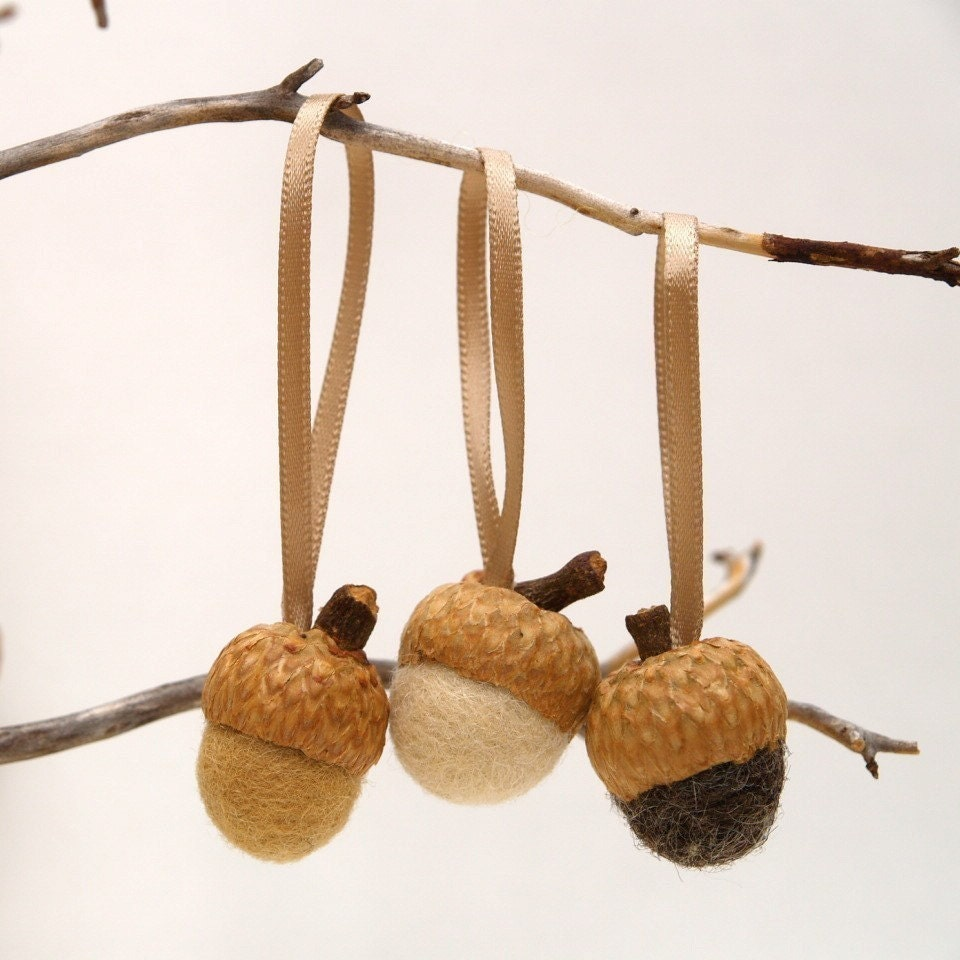 Acorn Ornaments Felted, 24 felted wool acorns in natural hues for the Tree, hanging decorations nature inspired hostess gift neutral - Fairyfolk