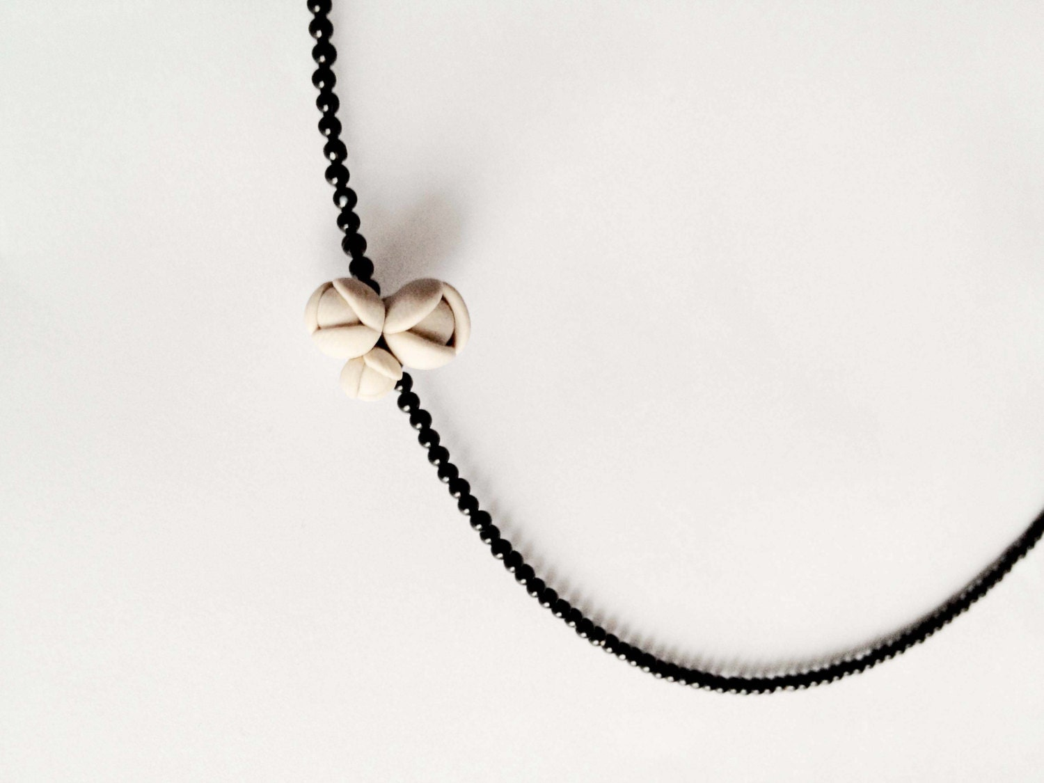 nO.167 'blooming tiny onyx', minimal organic necklace - eried