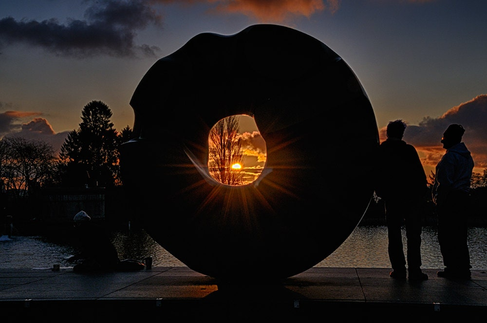 Modern art sculpture at sunset Seattle street photography - art in the northwest - wall art color photo print - Ciambella al Tramonto - Visionitaliane