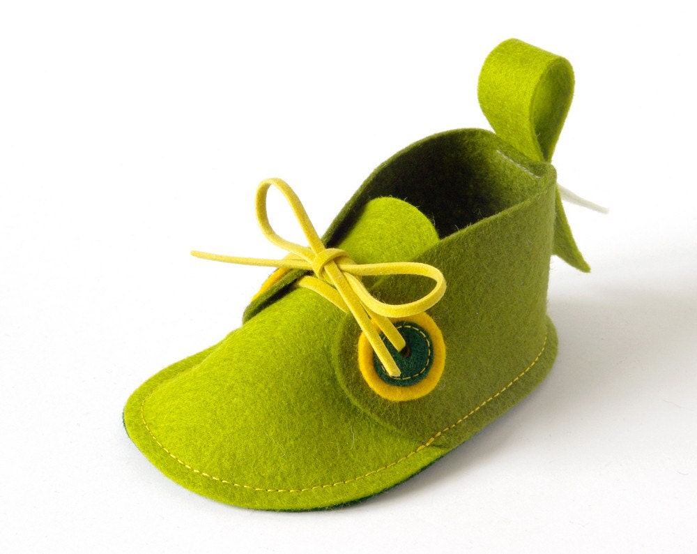 Green baby shoes - boys & girls - newborn soft booties, unisex baby gift crib shoes, baby slippers