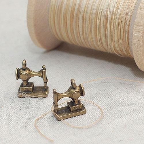 Antique Decorative Mini Sewing Machine Charm