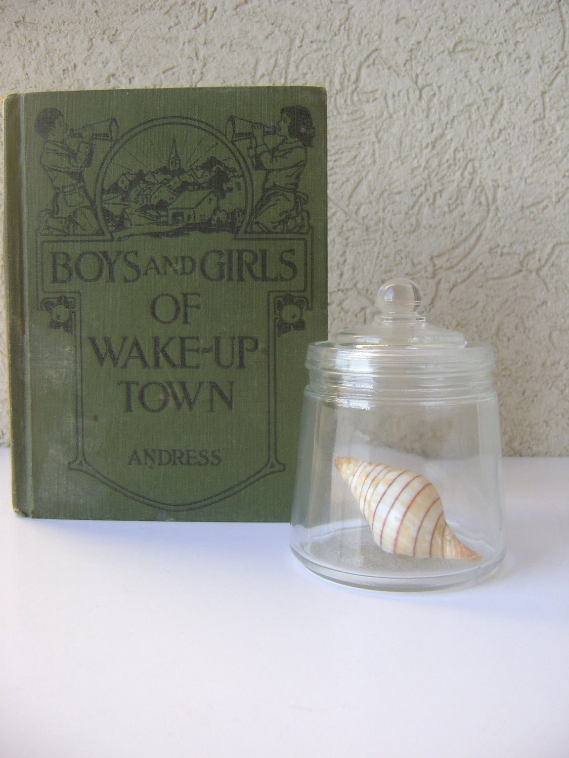 Apothecary Jar with Seashell-Beach Decor - HallesHouse