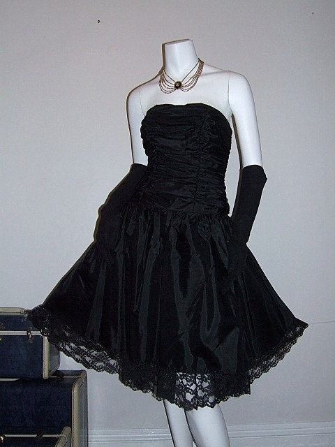 Dark Fairy Tale Dress Vintage 80s Black Strapless Dress Full Skirt w/ Lace Crinoline Ruched Bodice Coffin 5/6 XS S - walkbymoonlight