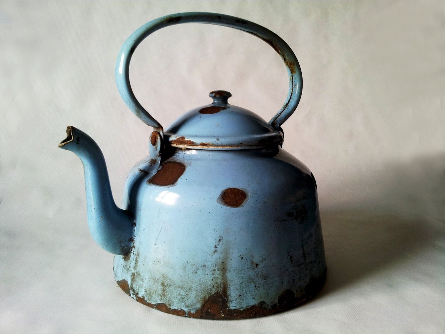 French Vintage ENAMELWARE TEAPOT kettle rustic blue LARGE - PetitesChosesDeLaVie