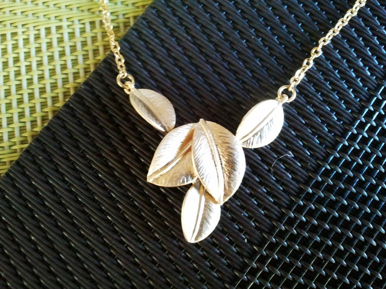 Five Leaves Pendant Gold Neckalce