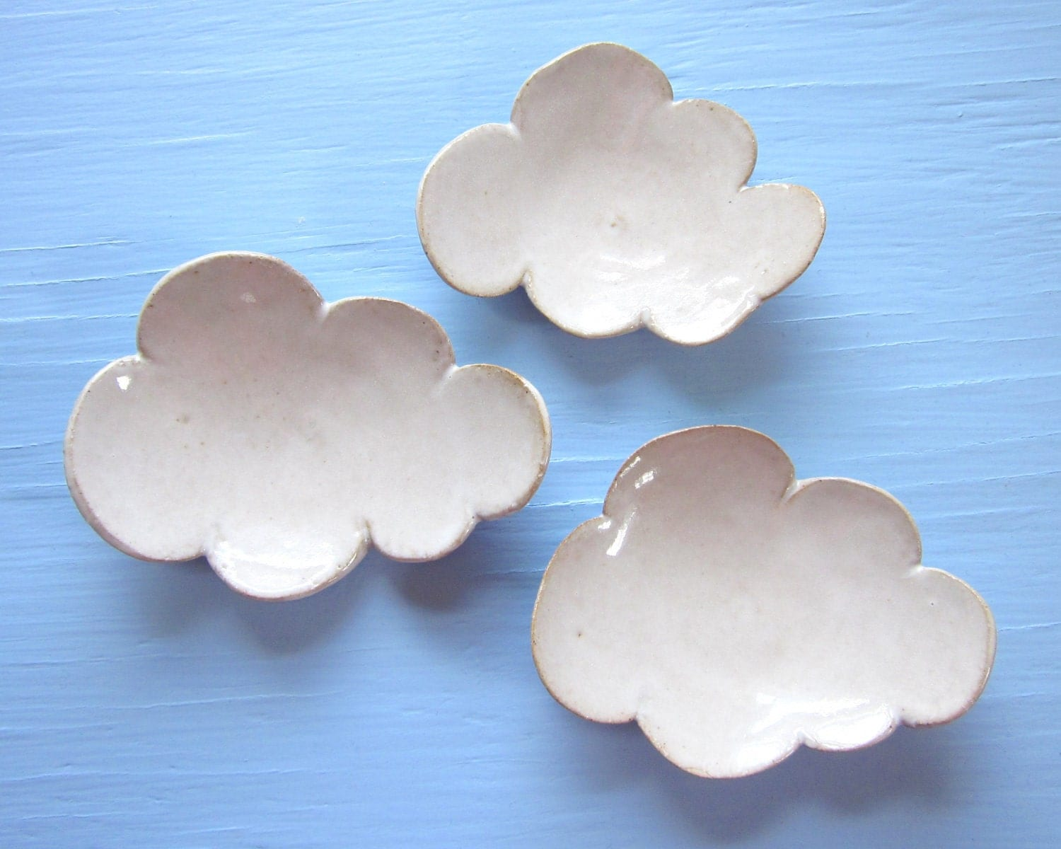 3 small cloud dishes