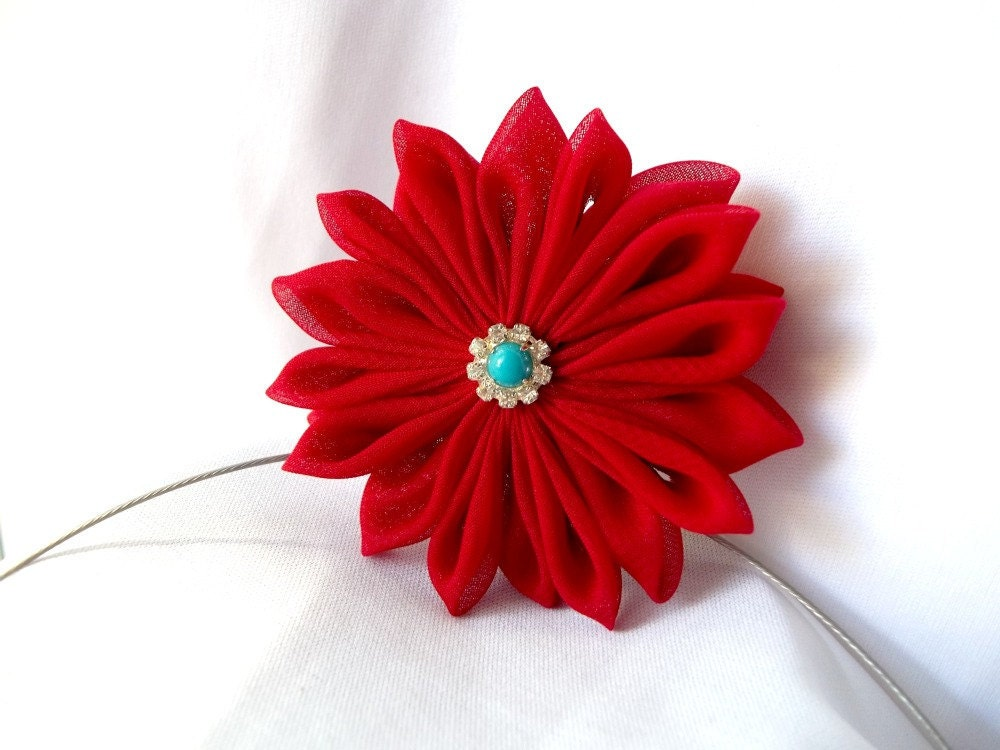 Red Fabric Flower Necklace Tsumami Kanzashi