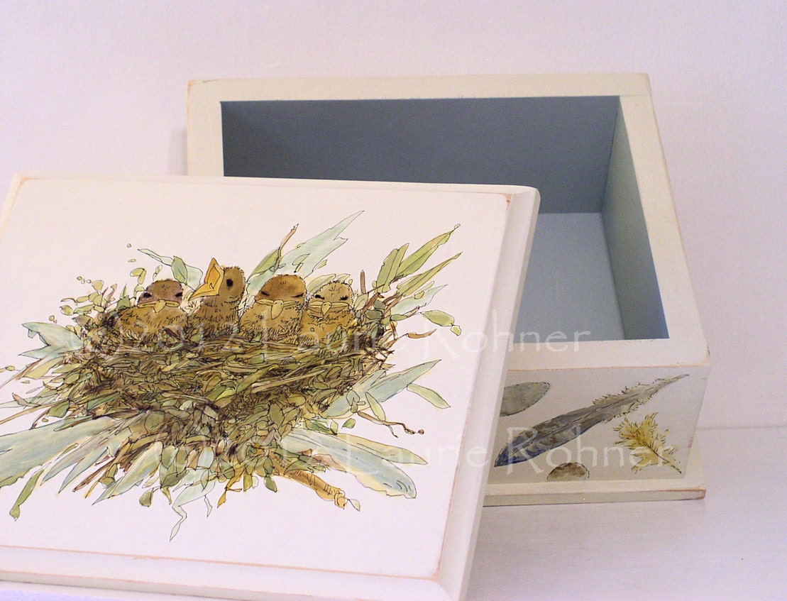 Hand Painted Keepsake Box with lift off lid Birds Nest feathers eggs