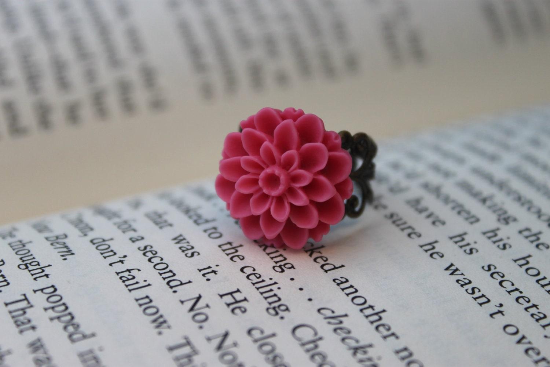 Chrysanthemum Cabochon Ring - Pink