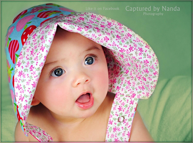 BABY BONNET Metro Market STRAWBERRIES a Reversible Sun Bonnet
