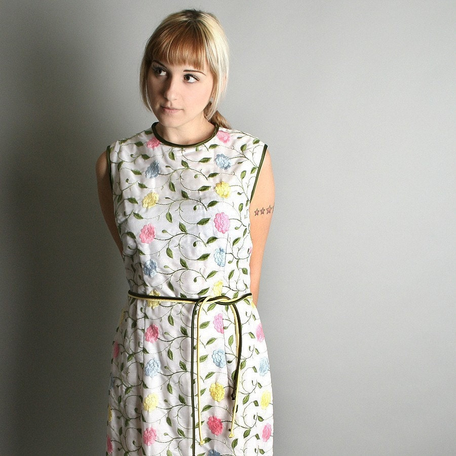 1960s Tunic Dress Pastel Colorful Embroidered Floral Picnic Dress Large Spring Fashion - zwzzy