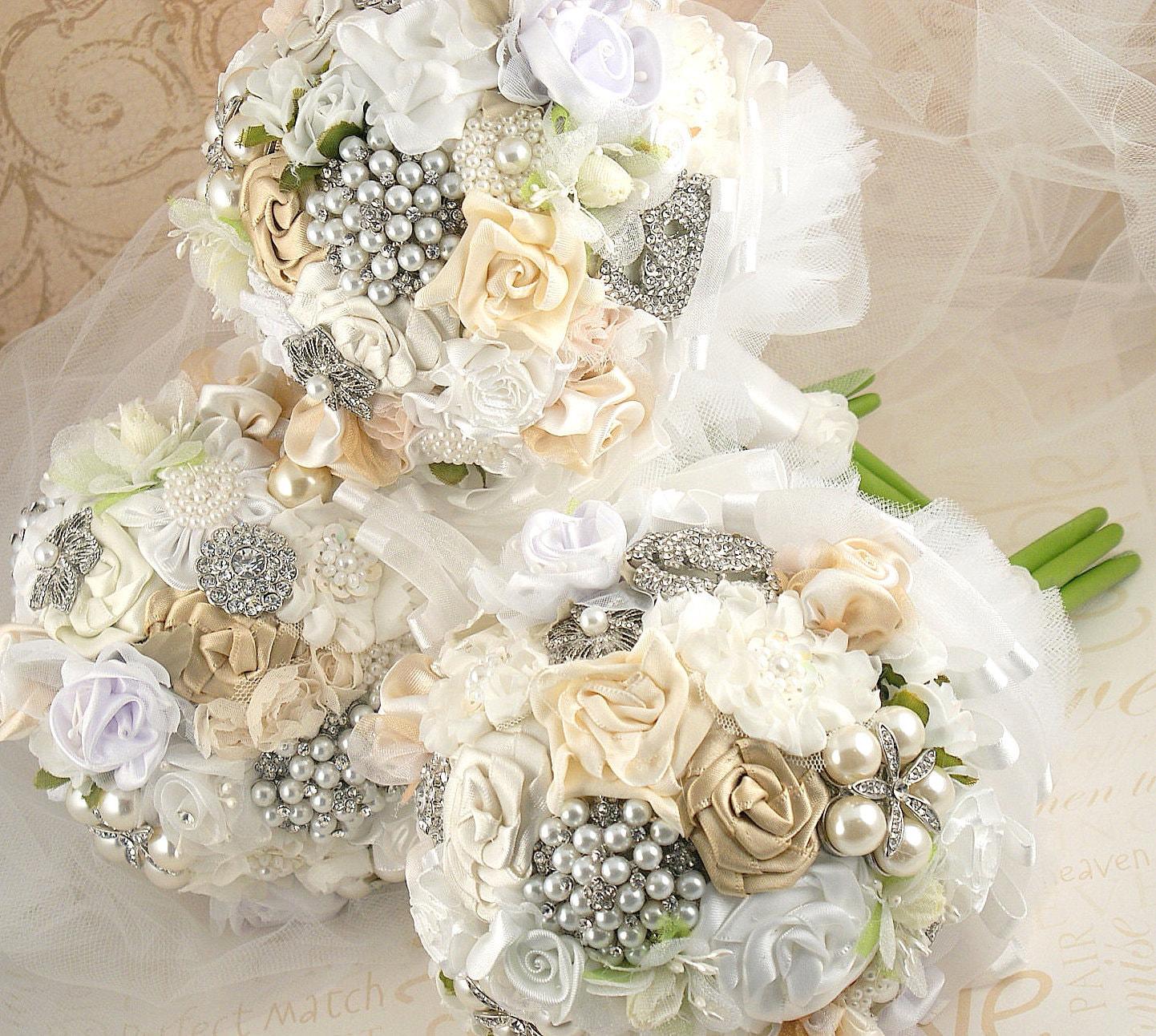 Букеты подружек невесты брошь Jeweled букеты в Кот-белый с броши, атласные цветы и драгоценности