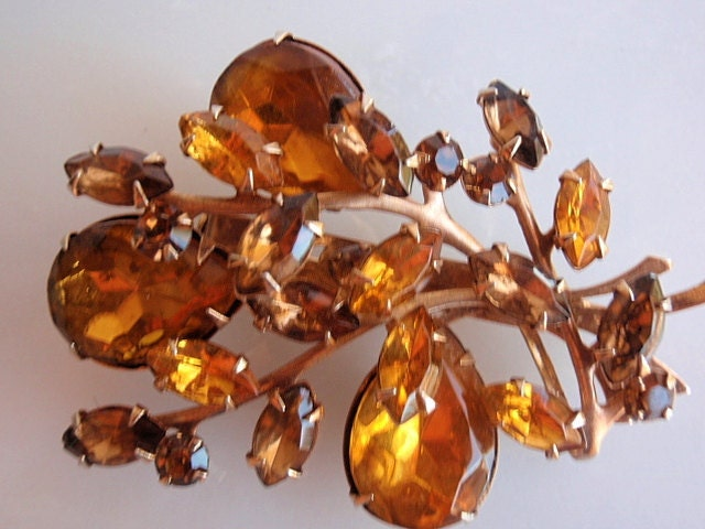 1950s 3 D Brooch, Beautiful Autumn Vintage Goldtone with Amber colored and  Brown Colored Rhinestones
