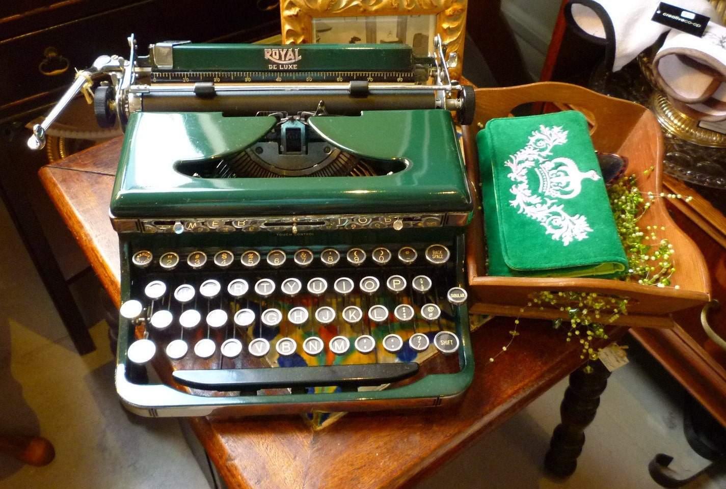 ROYAL DELUXE Portable Typewriter Green and Pristine