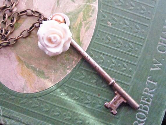 Vintage Skeleton Key Necklace, Skeleton Key Rose Necklace, Antique Brass Skeleton Key Necklace, Shabby Chic Necklace