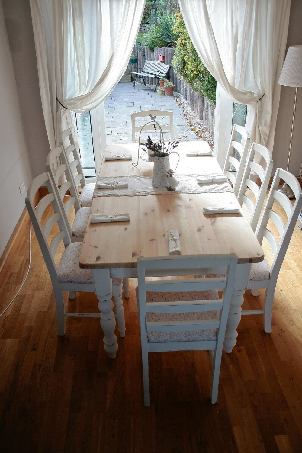 Dining table shabby chic dining table and chairs for Salle a manger shabby chic