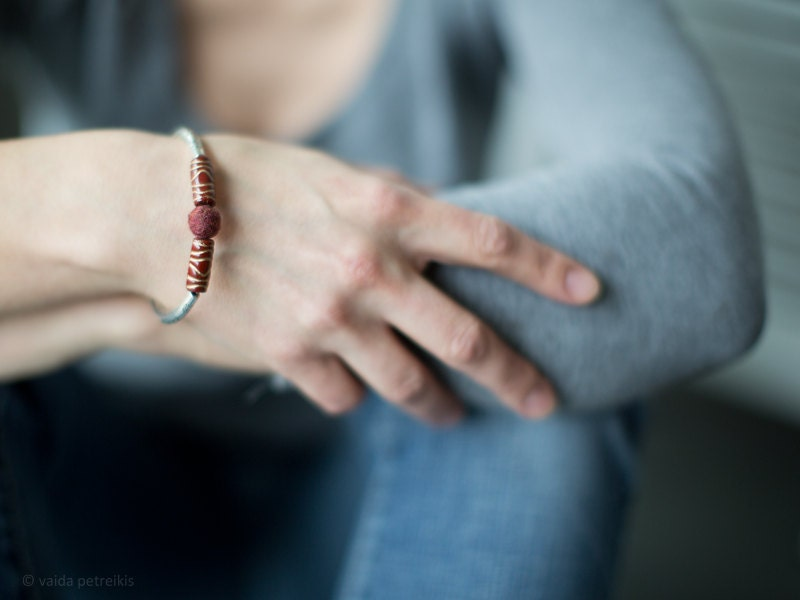 Minimalistic Metal Bracelet - Deep Dark Garnet Red with a Hint of Gold - Handmade Felt - ready to ship - vart