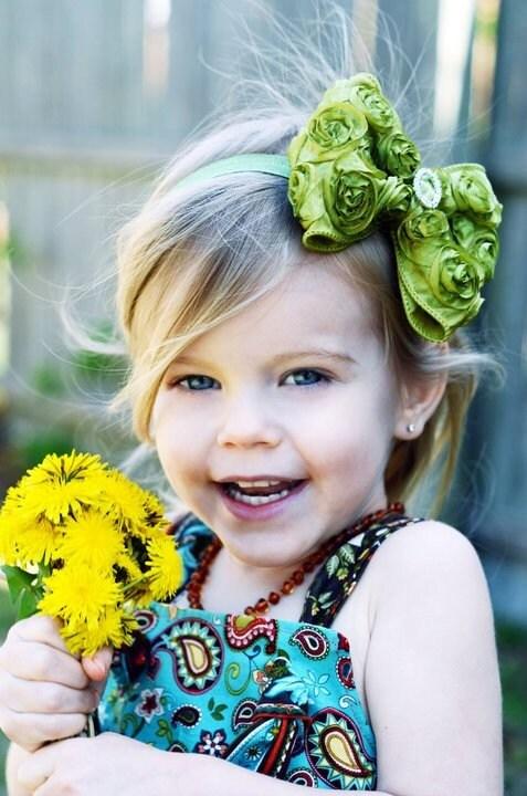 Зеленый лук волос - Груша зеленого атласа Розетка волосы бант с Кристалл центр Груша Зеленый головная повязка или зажим для волос - Вирджиния - Vintage Вдохновленный