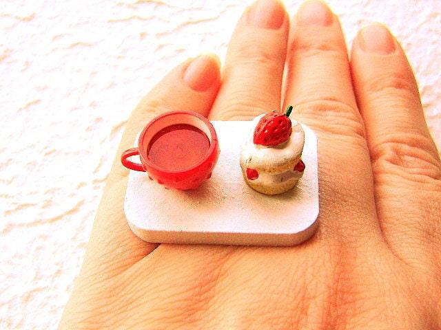Strawberry Cake  Tea Ring