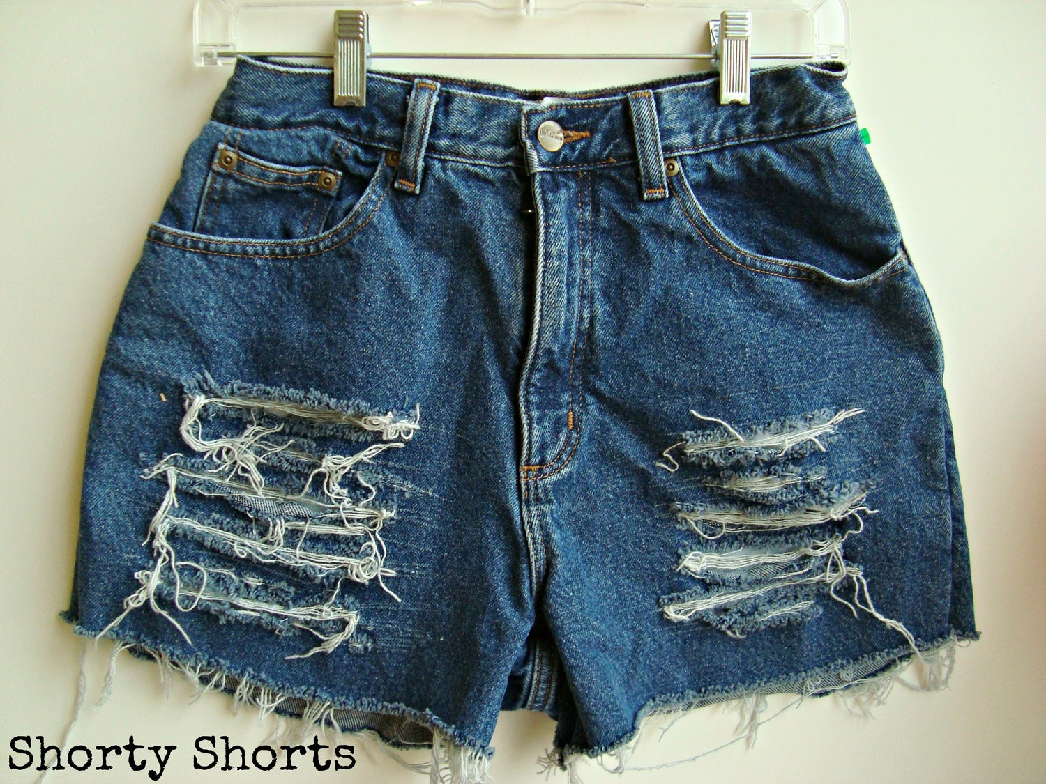Pictures of High Waisted Shorts Denim Ripped title=