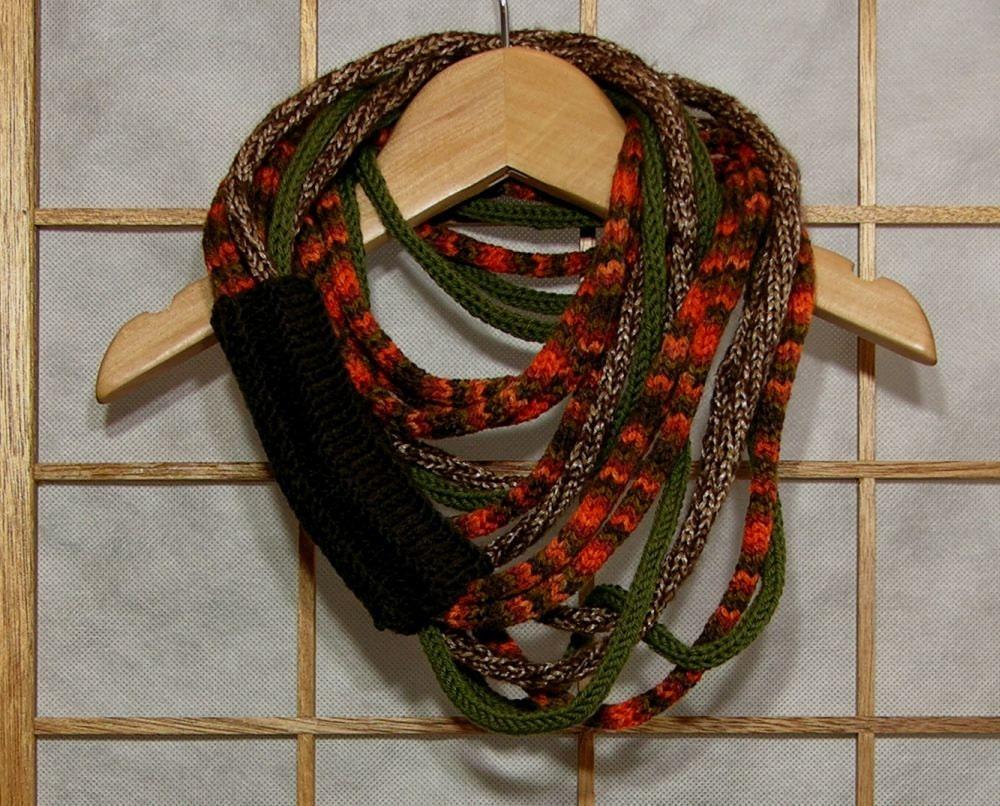 Шарф ожерелье - петли - бесконечность - шеи обернуть - шея теплее - трикотажные шарф - в коричневых и оливково-зеленый земной радуги