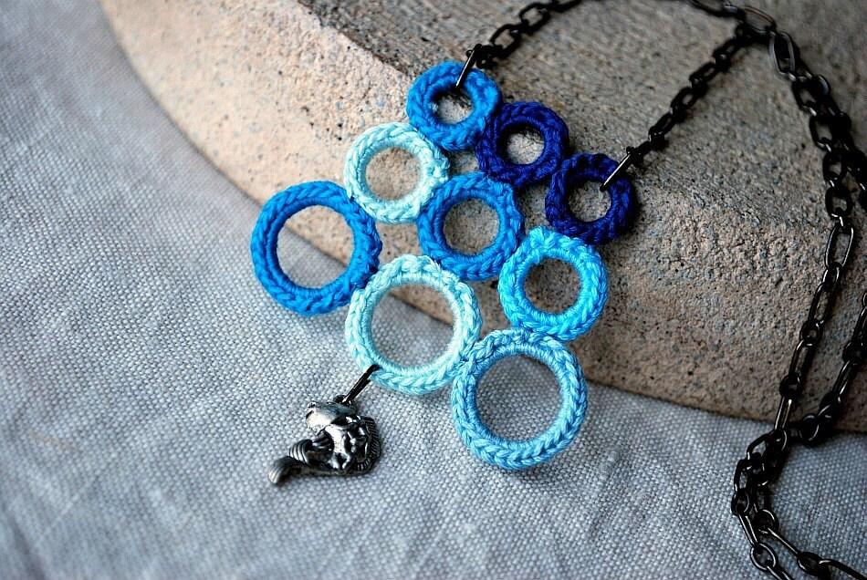 Рыба и пузыри вязания крючком ожерелье