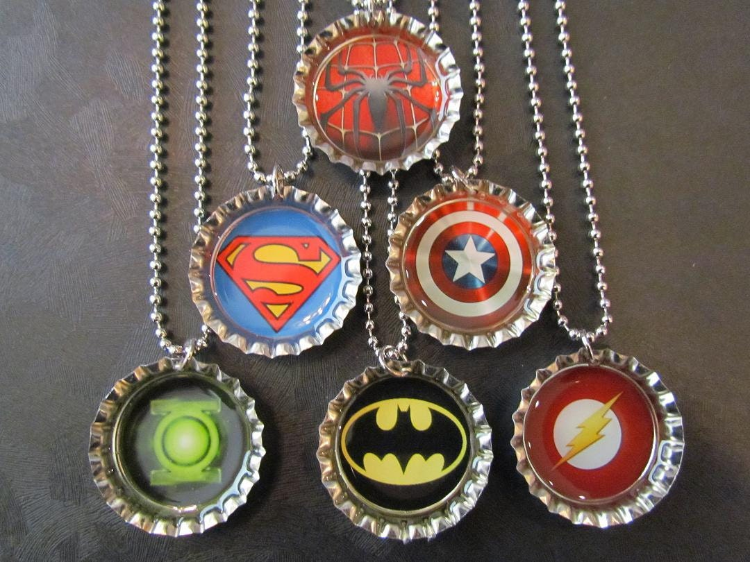 Super Hero /   Bottle Cap Party favors (6) / Spiderman / Superman / Captain America / Batman / Flash / Green Latern