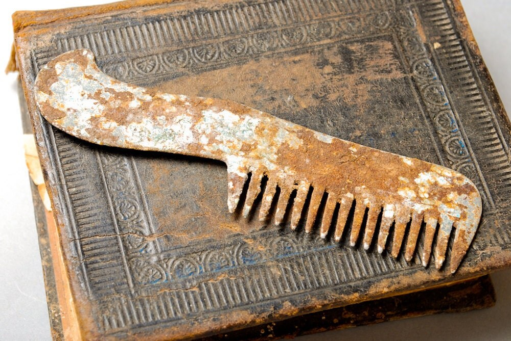 Antique metal pocket comb. Rusty patina - Alchemyshop