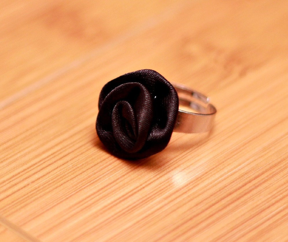 Ring Satin Black Rose