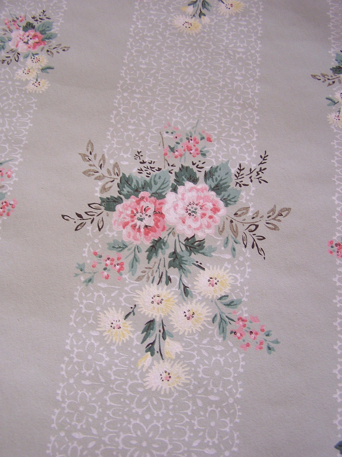 Vintage Wallpaper Spring Sage Green Pink Yellow Daisies Floral Bouquet Focal Lace Strips Shabby Cottage