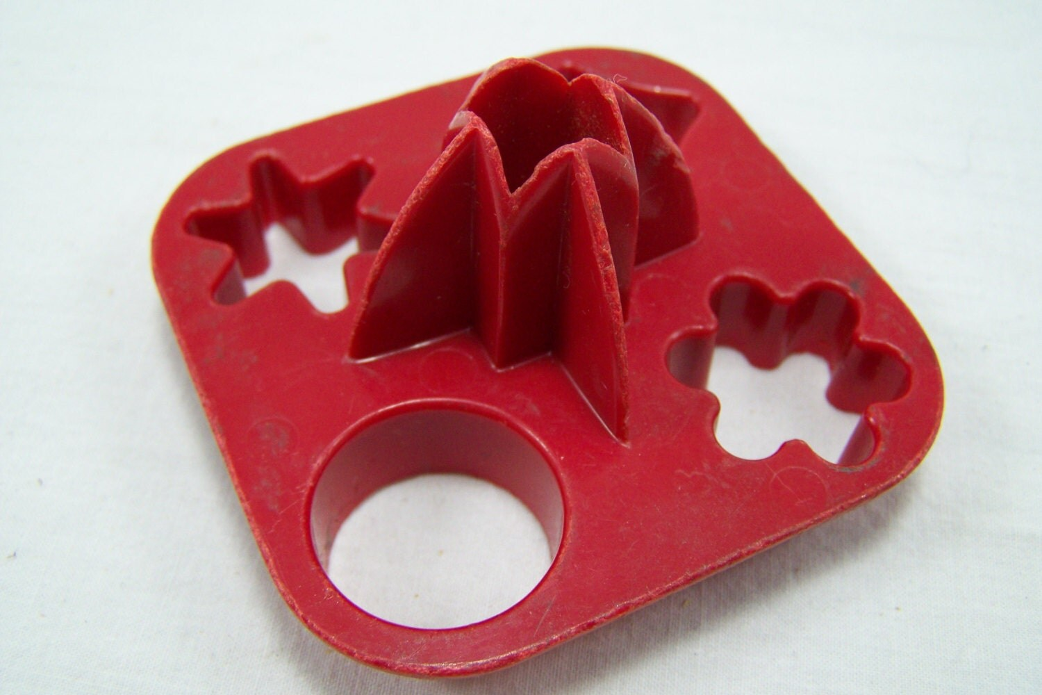 Vintage Red Tupperware Canape Cutters, Mini Cookie Cutters, Pastry Shape Cutters - RemingtonsTreasures