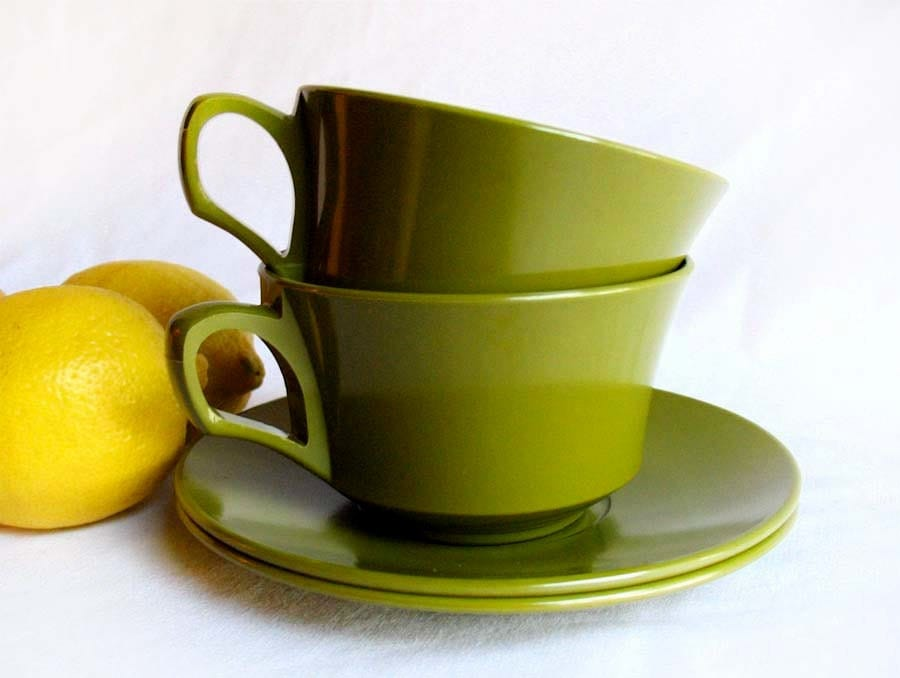Vintage Melamine Tea or Coffee Cups & Saucers Allied Chemical in Avocado Green Set of 2