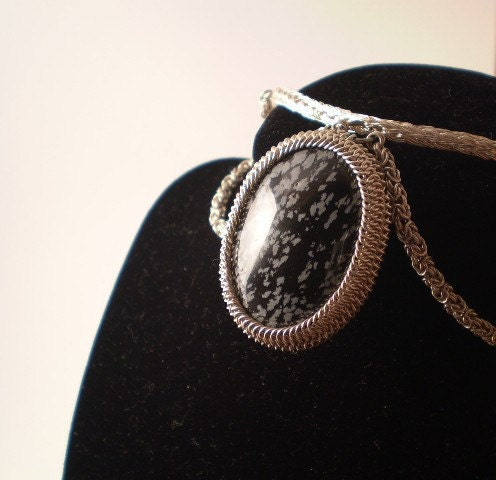 Elegant Silver Snowflake Obsidian Necklace - Chainmaille & Viking Knit
