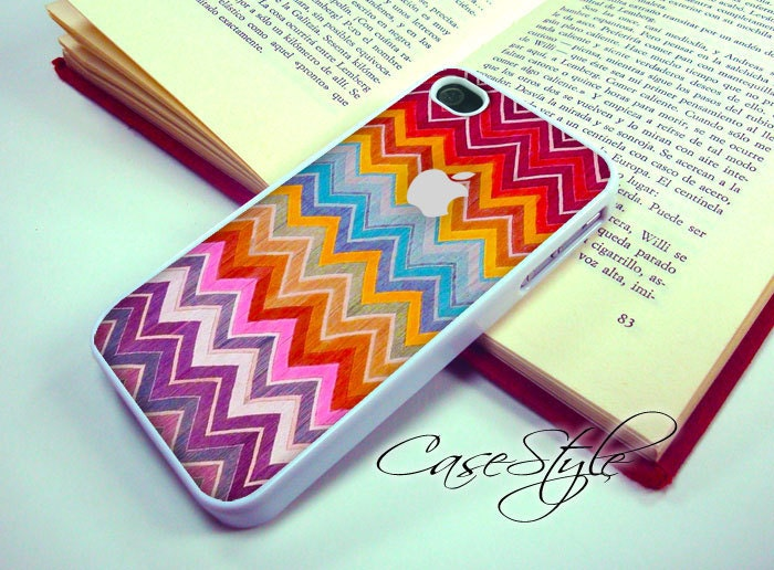iPhone 4 case, iPhone 4s case, white case for iPhone 4, Chevron Carpet 003 . Includes 3 layers Screen protector.. Also available in Black .