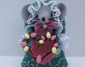 Laurie...an Easter Wreath Maker Mouse