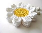 Branco Coasters flores amarelas.  Beber bebidas Petal Chá Original Decor Crochet Coleção Jardim Primavera - Conjunto de 4